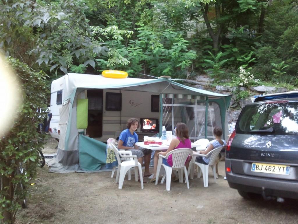 Emplacements camping des sources dans le gard 30 for Camping dans le gard avec piscine