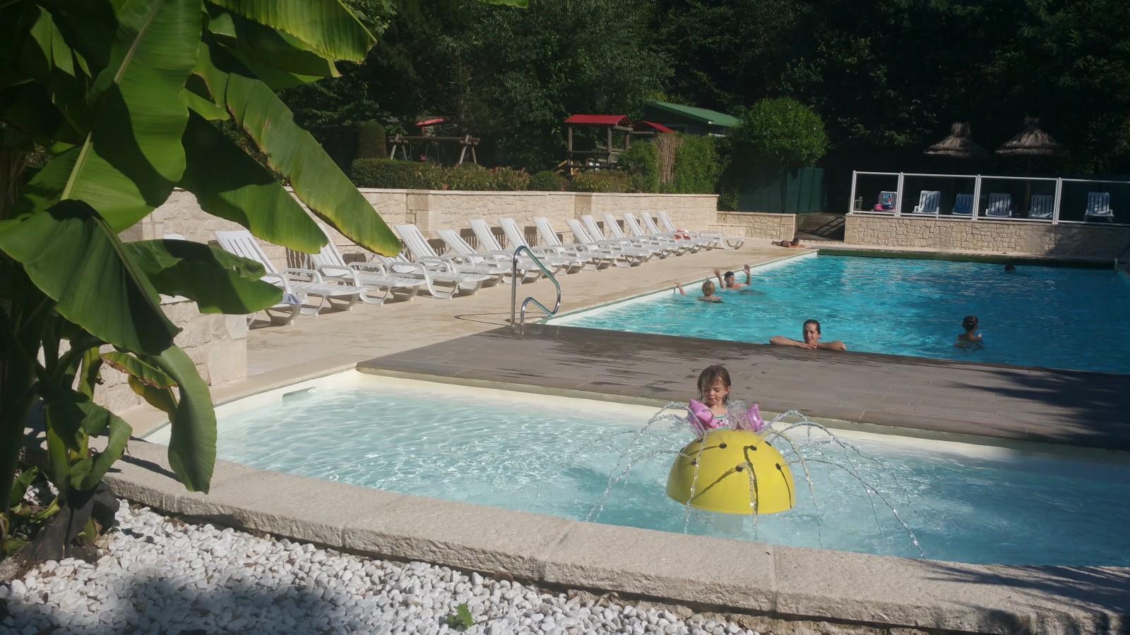 Pataugeoire avec magnifique piscine au camping des sources - Camping saint jean de luz avec piscine ...